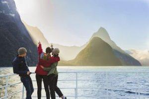 Milford-Sound-Fiordland-neuseeland-fjorde-rundreisen-kleingruppenreisen-privat-touren-deutsche-reiseleitung-neuseelandspezialst-auckland4_320x240.jpg