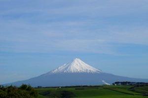 NZ_2004_04_MtTaranaki02b-e1556450809913.jpg