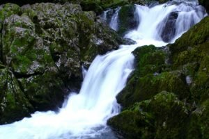 NZ_2004_07_RiwakaRiverSource042-e1556624907967.jpg